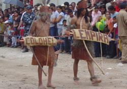 42aba5aaad Estos dos niños lencas recrean a los dos líderes indígenas Colohel y Lempira .